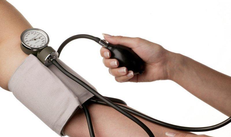 Измерение давления у человека