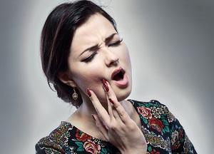 Щелкает челюсть при открытии рта – почему и что делать