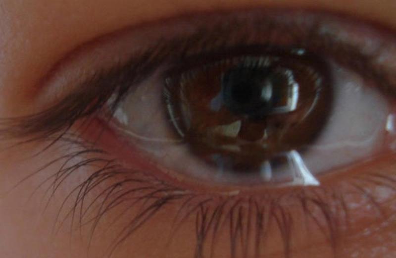Глаз слезится