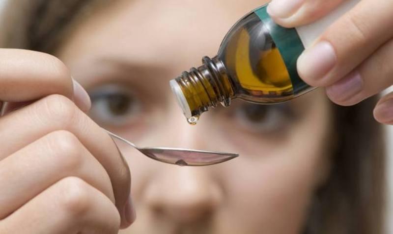 Капли лекарства в ложке