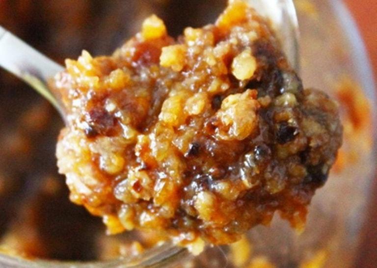 Молотые орехи и сухофрукты с медом