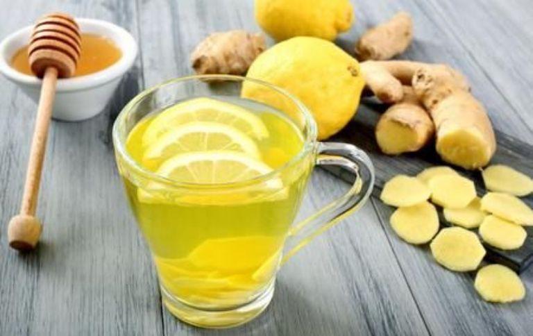 Напиток из лимона, меда и имбиря