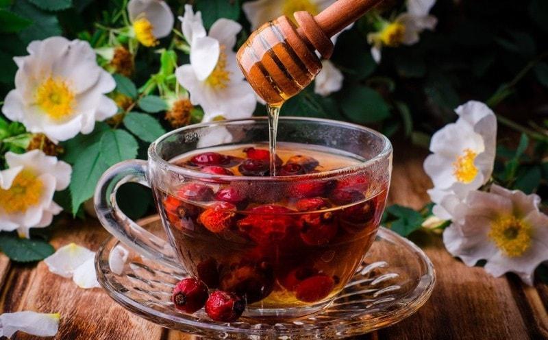 Отвар шиповника и мед