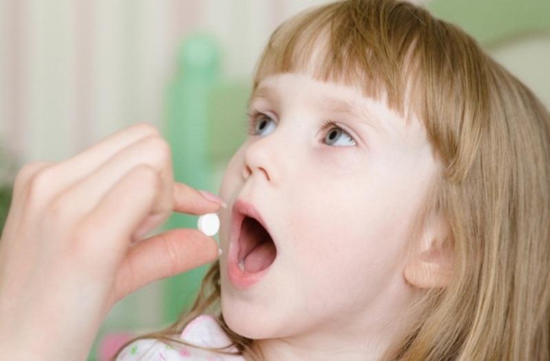 Ребенок и таблетка