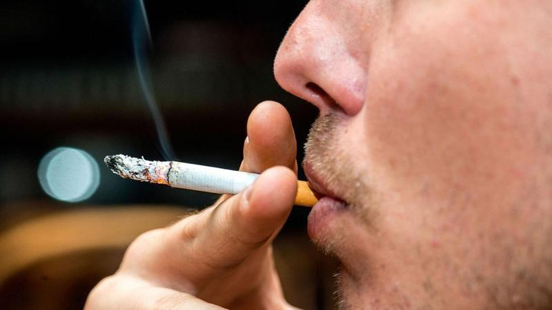 Сигарета во рту