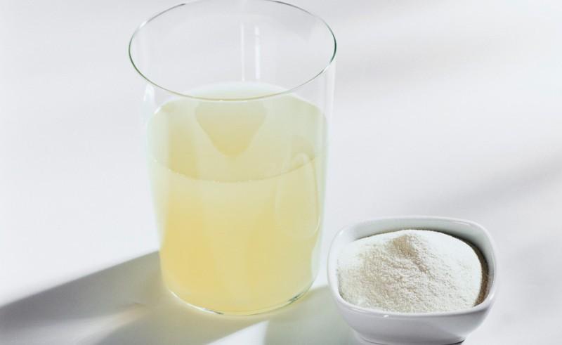 Стакан сыворотки с солью
