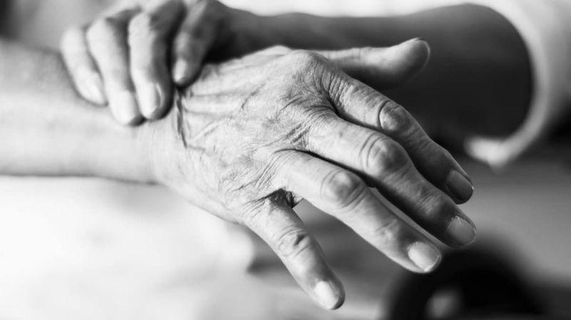 Тремор рук  причины и лечение Как избавиться от тремора рук