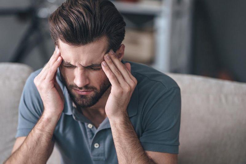 Болит голова в висках: причины, как лечить и что делать