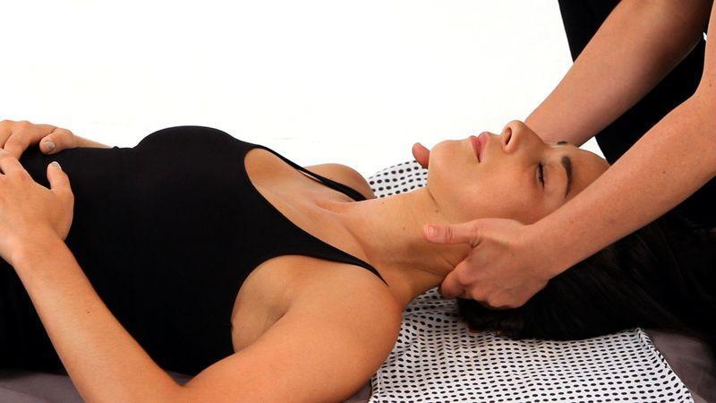 Польза массажа шейно воротниковой зоны