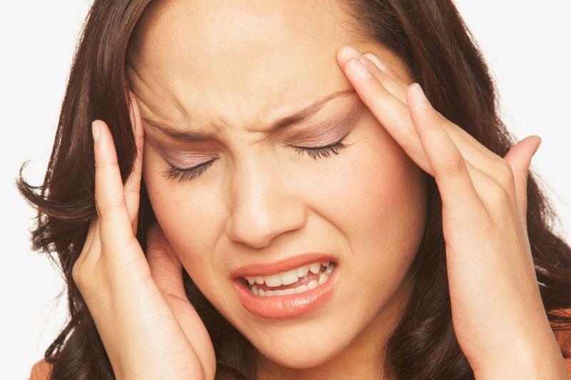 Болит голова и горит лицо температуры нет