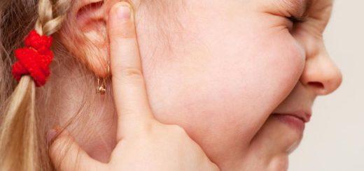 Что делать, если у ребёнка болит ухо?