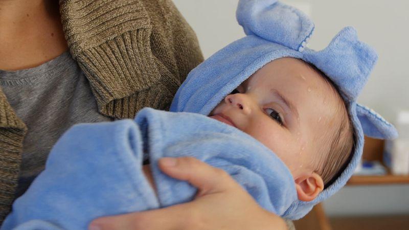 Укутанный младенец